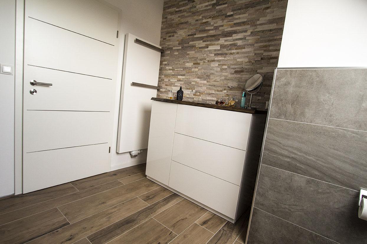 Bad in Holzoptik – KS Bau Handwerker